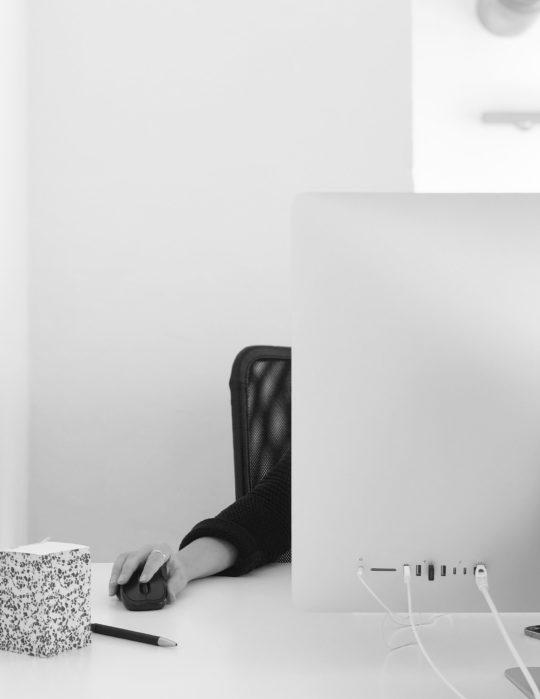 Mitarbeiter Innenarchitekt Computer